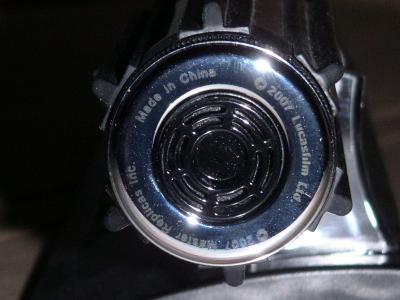 batterie et haut-parleur intégrés dans le manche
