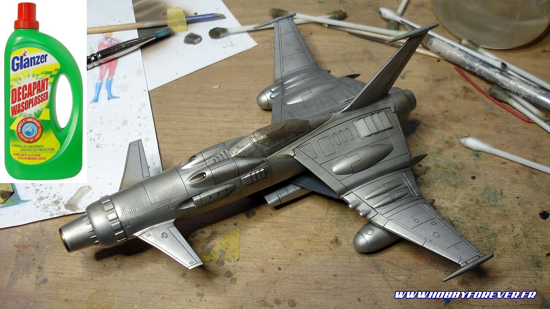 Décapage minutieux du Space Wolf, la peinture AK Xtrem Metal a bien tenu le coup !