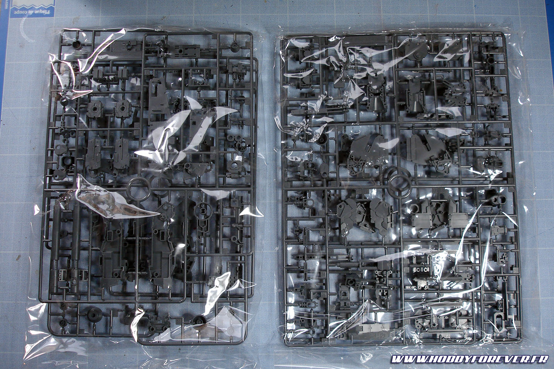 """4 grappes pour ce qui doit être la frame. C'est plutôt bien détaillé, mais dans l'esprit actuel, c'est à dire qu'on a beaucoup de panels et de plaques gravées, mais pas de """"vrais"""" détails simulant des éléments mécaniques ou électroniques."""
