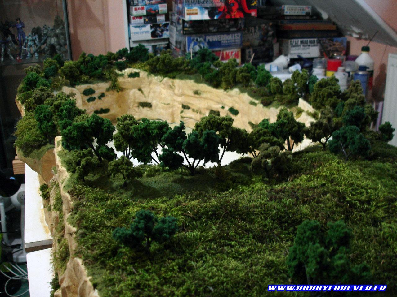 Les arbres fixés sur le diorama