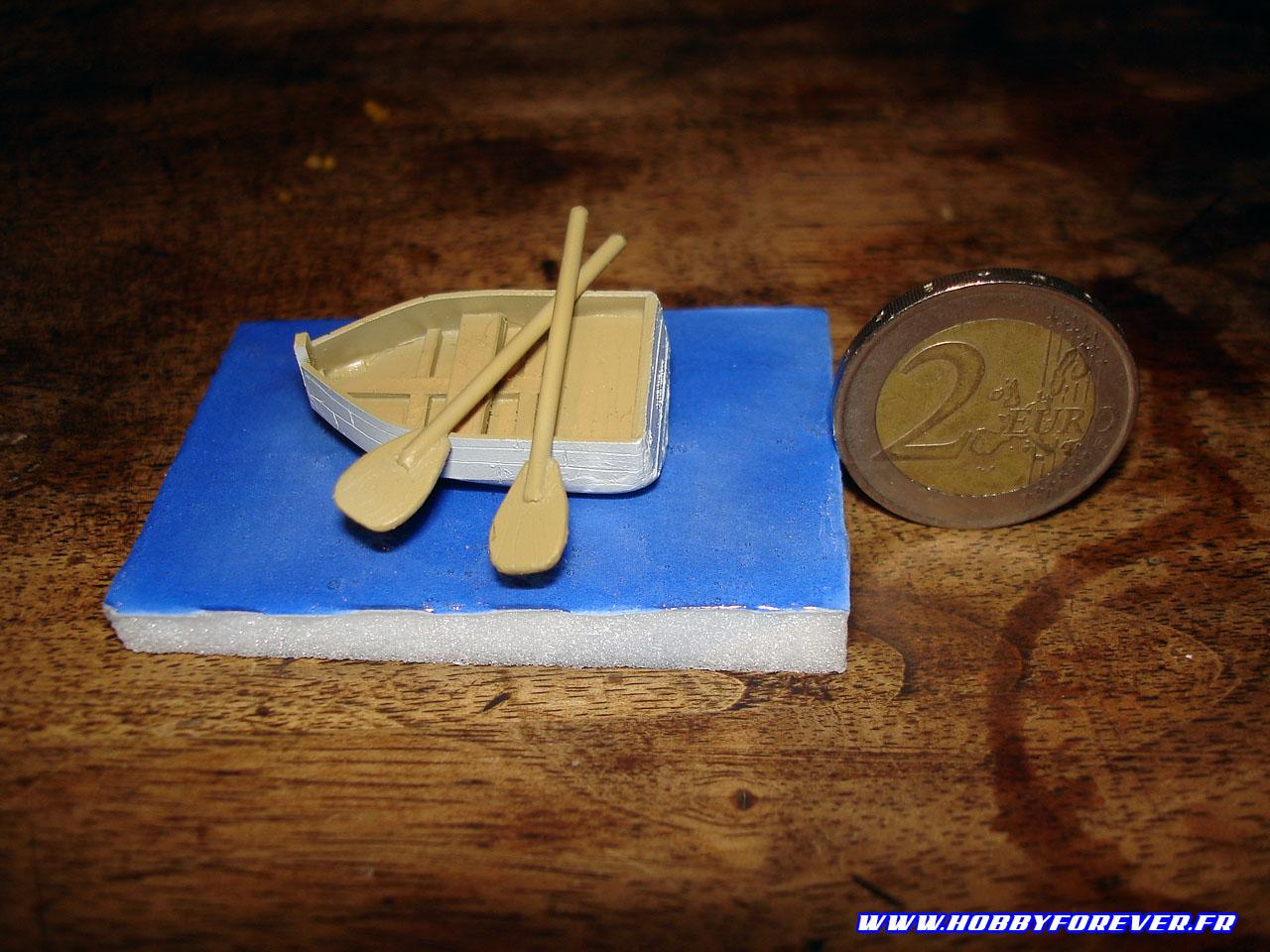 La barque en carte plastique et epoxy