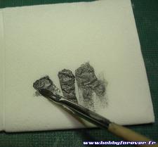 pour le drybrush, on essuie le pinceau...