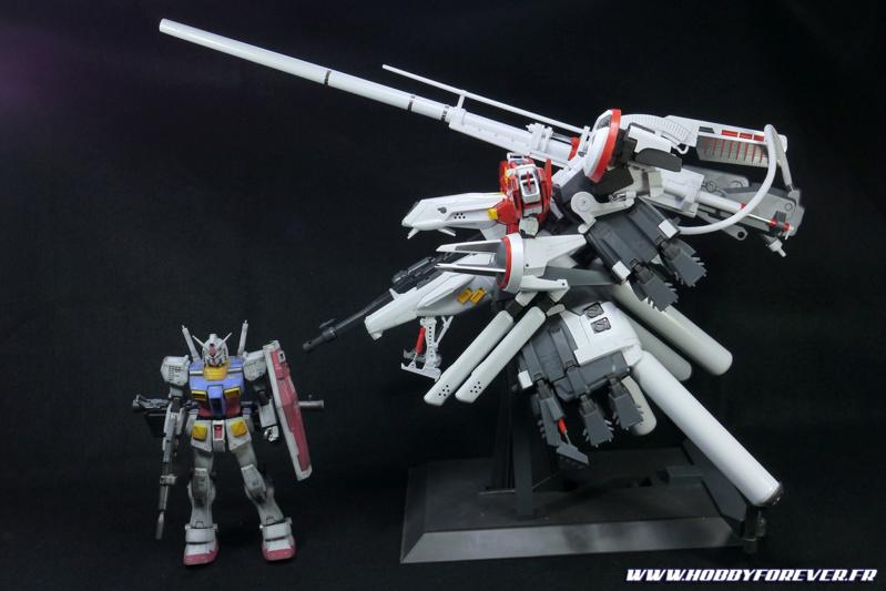Le Deep Striker est tout de même super imposant, ici à côté du MG RX-78-2 Gundam ver.ka