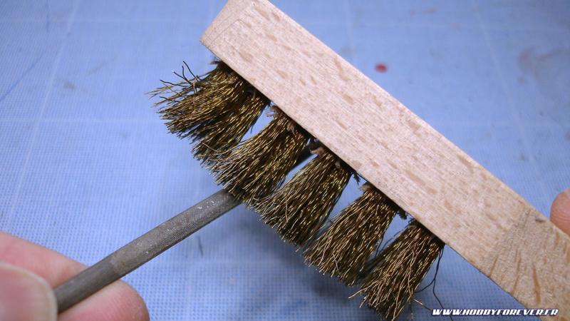 La brosse en laiton s'avère très pratique