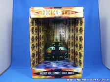 L'intérieur de la boite reprend des photos du Tardis