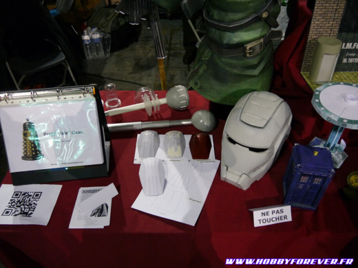 Oeil du Dalek et casque Ironman par Izamu
