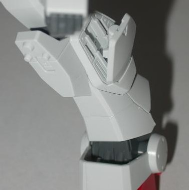 une trappe latérale dans les molets permet d'accéder aux manches de beam saber