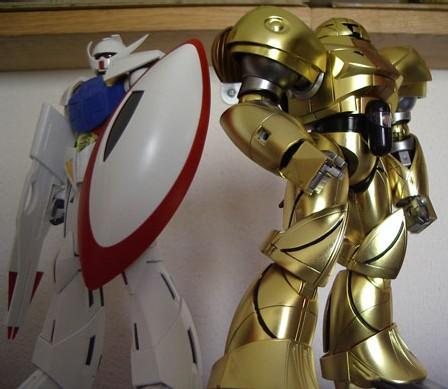 Turn-A Gundam MG et Mobile Sumo 1/100 : Les deux font la paire