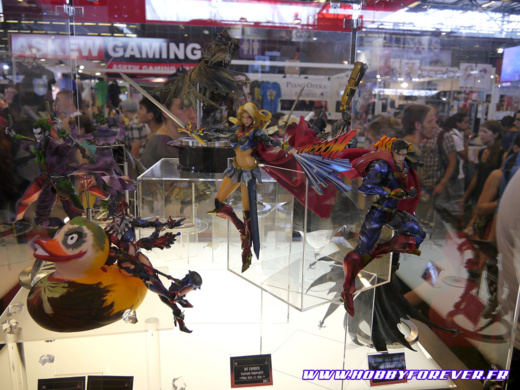 Playarts DC Comics sur le stand Square Enix Products