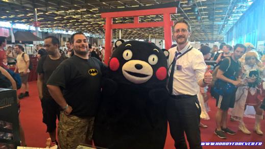Kumamon, mascotte de la région de Kumamoto, en visite sur le stand, avec Rémy et moi-même ^^