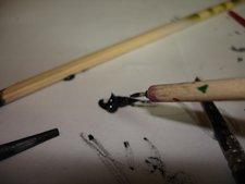 Utilisez un pinceau fin et d ela peinture à l'huile