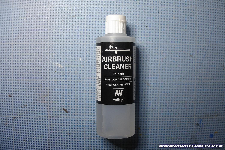Pour le nettoyage de l'aérographe, je recommande le Airbrush Cleaner de Vallejo