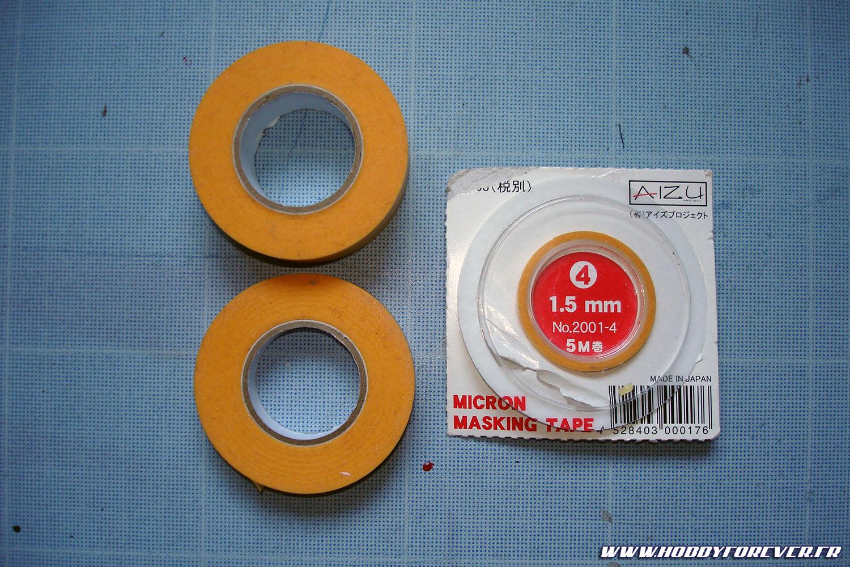 Plusieurs tailles de masking tape, dont du 1,5mm pour les bandes rouges et blanches.