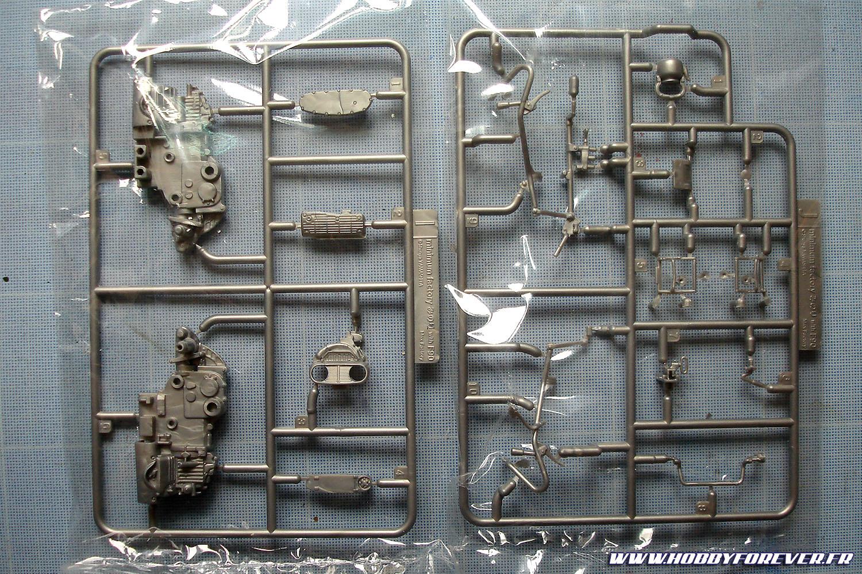 Les pièces mécaniques sont moulées dans un plastique argenté