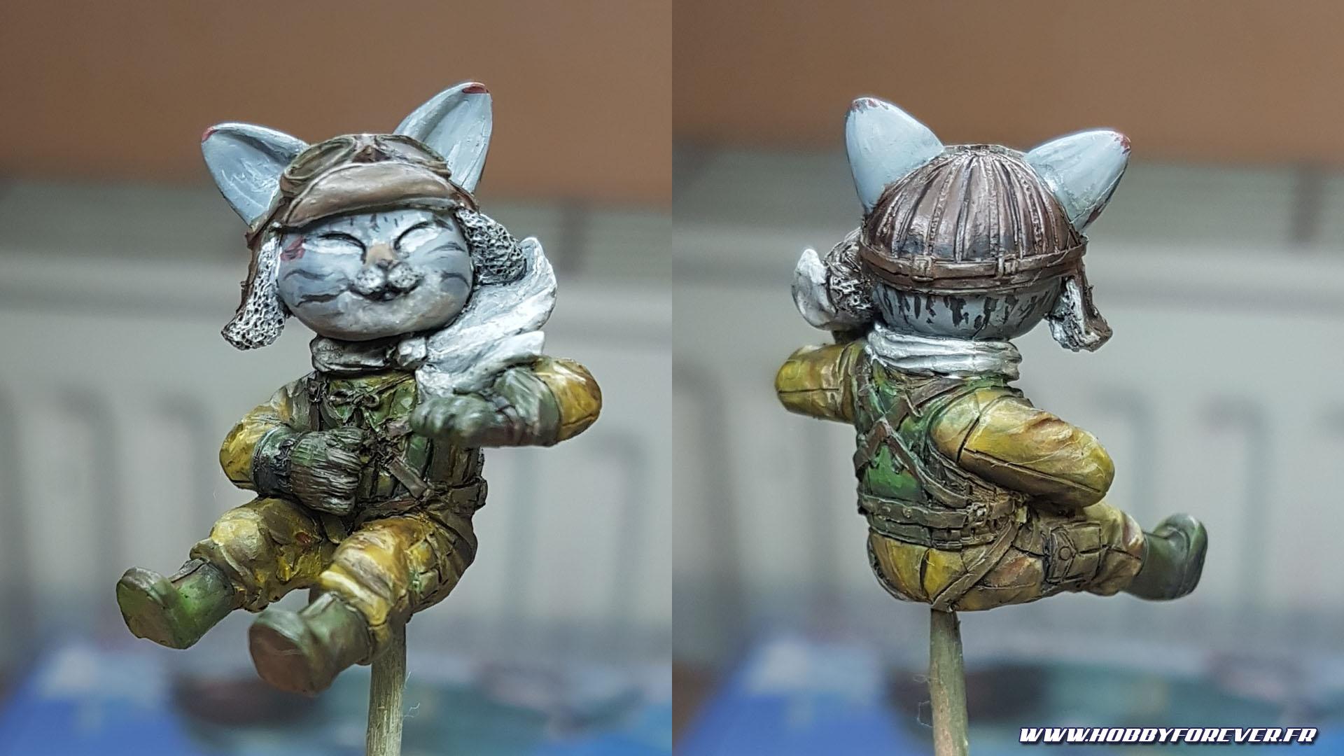 La figurine en résine du chat pilote est très détaillée, un régal à peindre