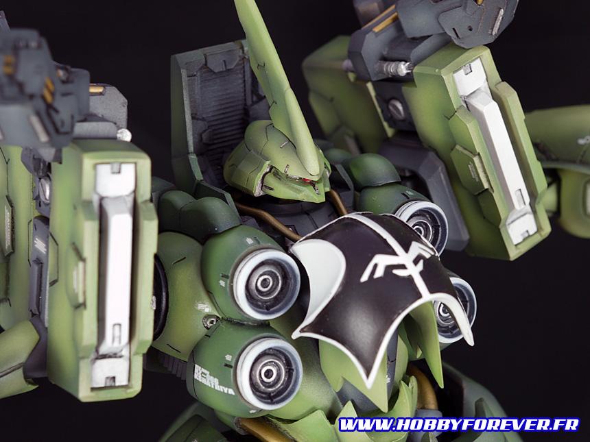 Le buste et ses 4 canons laser