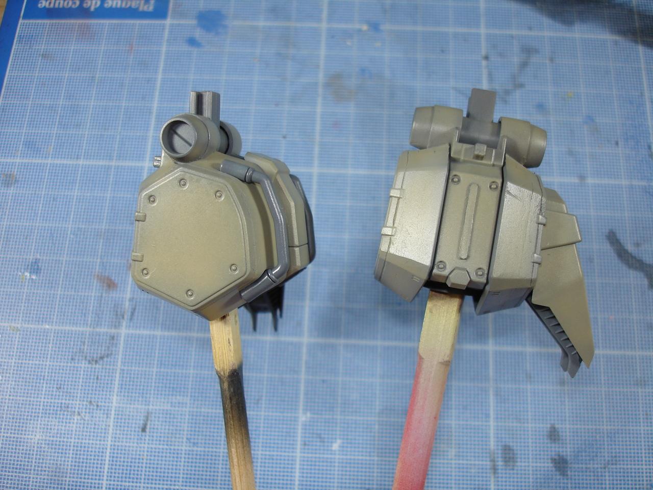 Les jambes avec ses différentes composantes montées. Pas de détaillage au pinceau sur ces pièces.