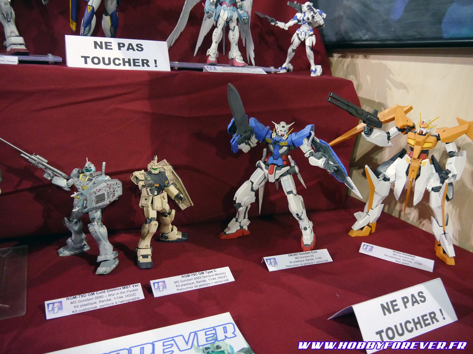 GM Cold District, GM Type C, Exia Gundam et Arios Gundam (Zenkuro)