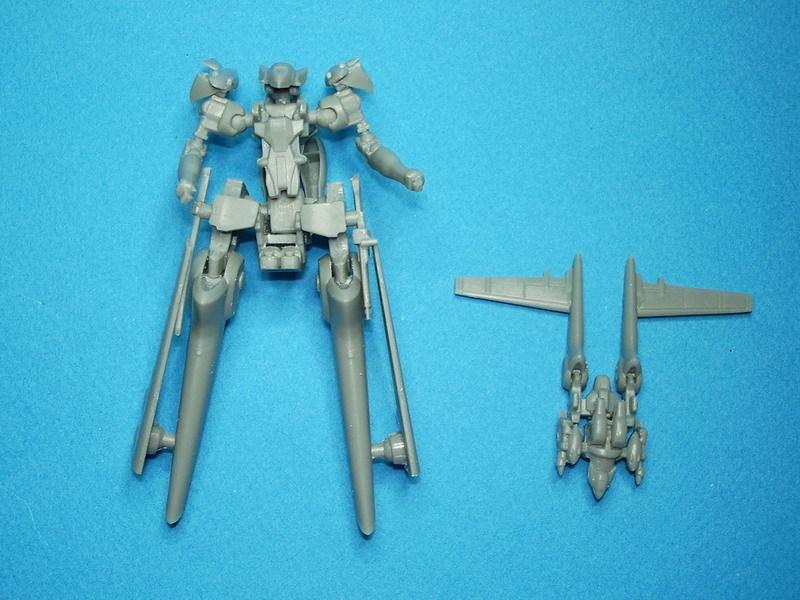 Le Reijin de 10cm en mode robot, avec le Reijin 1/60